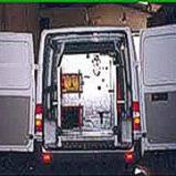 Equipo impulsor limpieza alcantarillado sobre furgoneta
